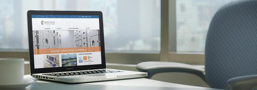 Laptop med skjermbilde av unitech.no