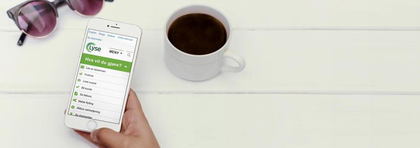 Mobiltelefon med skjermbilde fra lyse.no